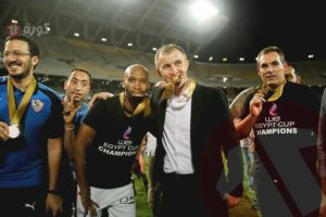 «بكلمات من ذهب» ميتشو يتغنى بشيكا وأبطال موقعة كأس مصر
