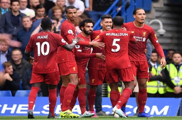 أسطورة الإنجليز يصفع الجميع: المنافسة انتهت.. امنحوا ليفربول الكأس الذهبي سريعًا!