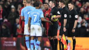 """مدافع مانشستر سيتي يرفض الاستسلام في مواجهة """"طوفان"""" ليفربول"""