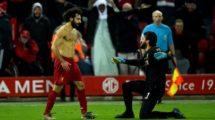 فيديو| صلاح يحاول خطف جائزة الأفضل من قائد ليفربول!